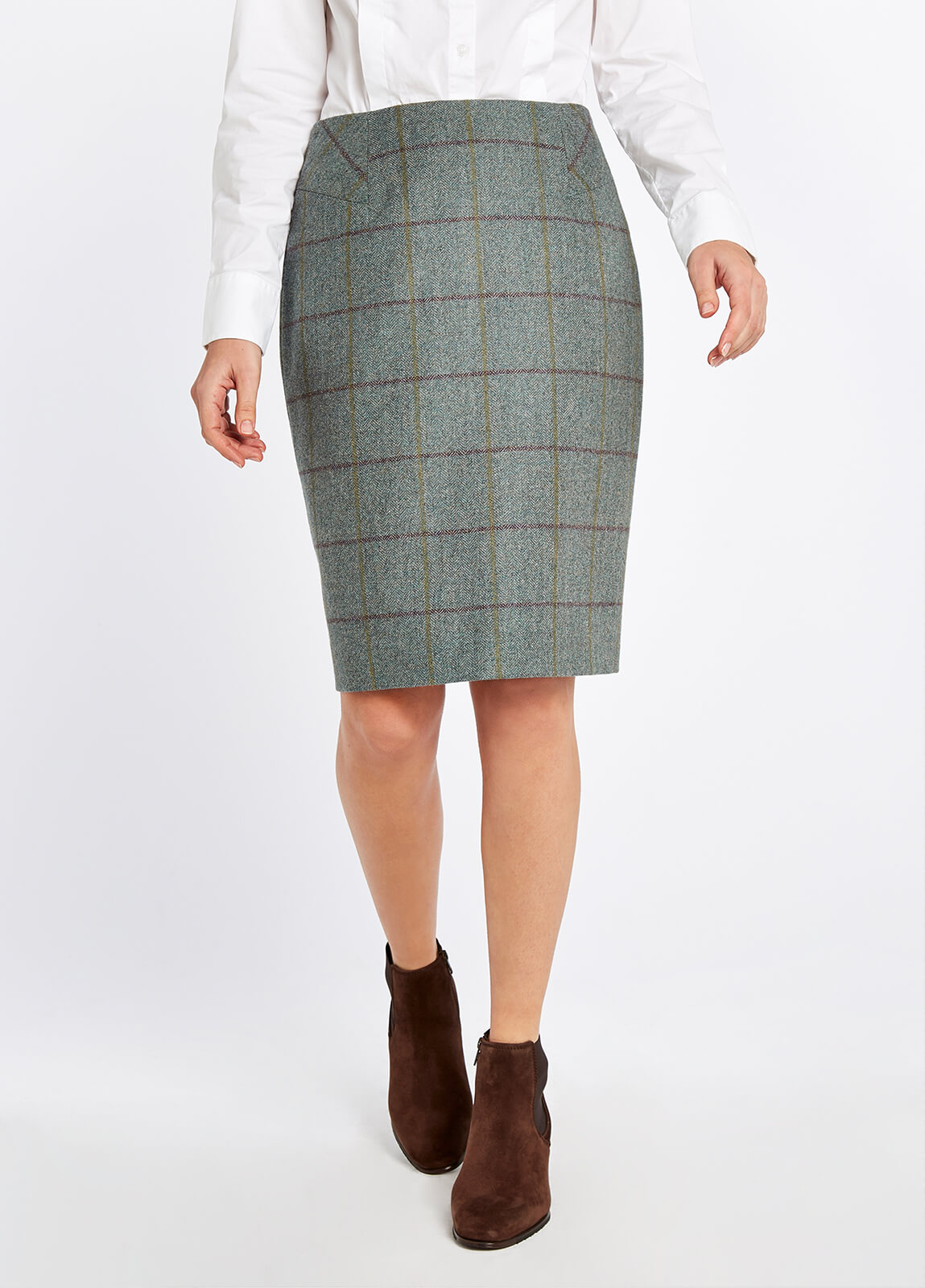 Dubarry_Fern_Tweed_Skirt_Sorrel_on_model